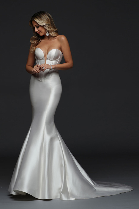 90385 gown from the 2019 Simone Carvalli collection, as seen on Bride.Canada