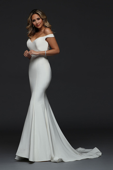 90386 gown from the 2019 Simone Carvalli collection, as seen on Bride.Canada
