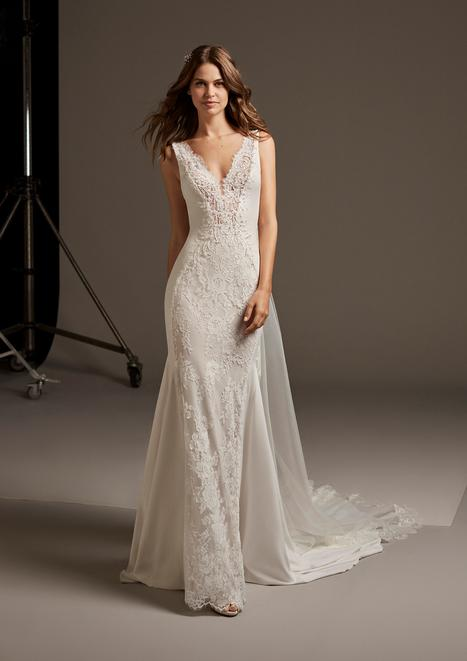 Askella gown from the 2020 Pronovias collection, as seen on Bride.Canada
