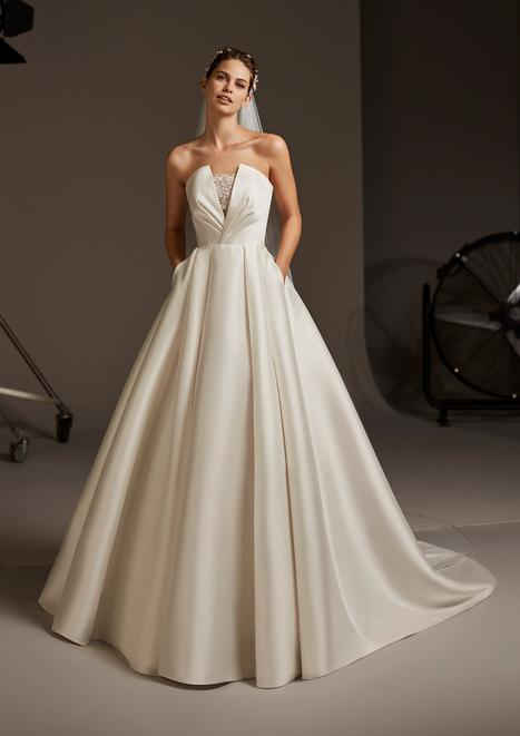 Phoebe gown from the 2020 Pronovias collection, as seen on Bride.Canada