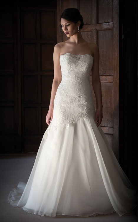 Leigh gown from the 2014 Augusta Jones collection, as seen on Bride.Canada