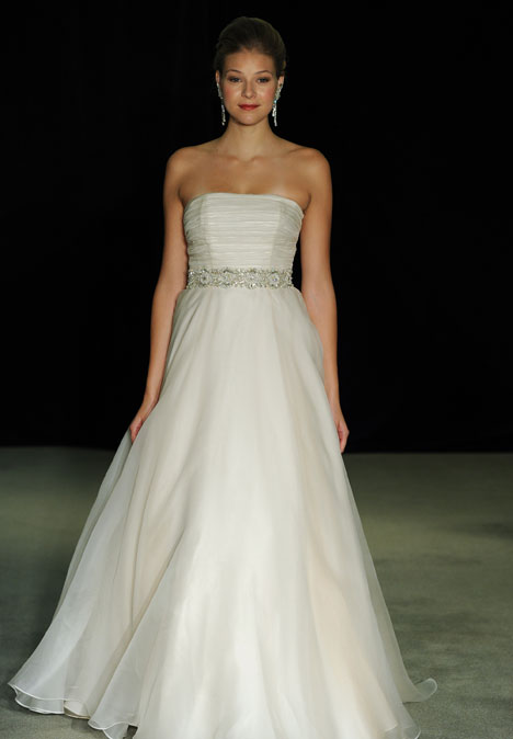 Paquita gown from the 2014 Anne Barge collection, as seen on Bride.Canada