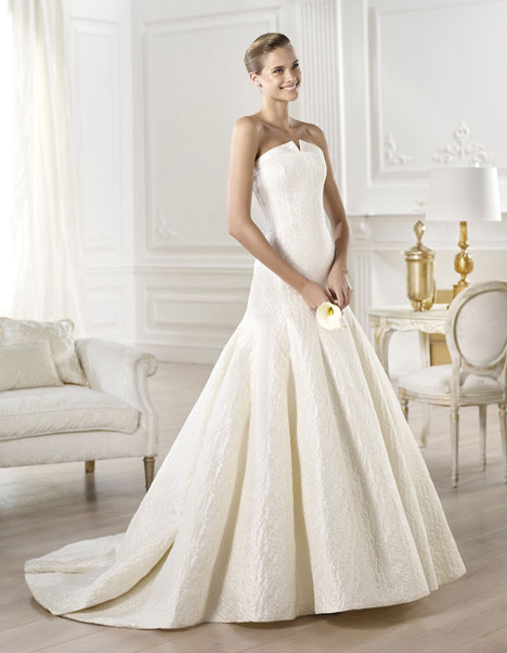 Yenilet gown from the 2014 Pronovias collection, as seen on Bride.Canada