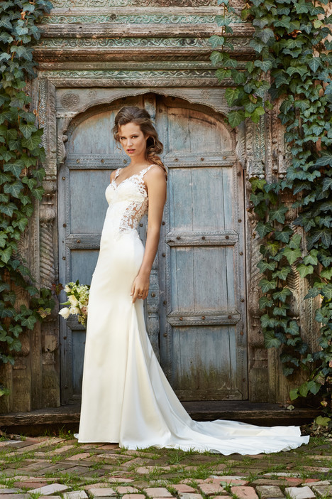 Cora gown from the 2014 Watters: Willowby collection, as seen on Bride.Canada
