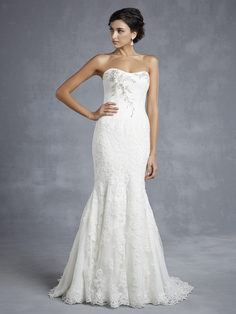 Hyde gown from the 2015 Blue by Enzoani collection, as seen on Bride.Canada