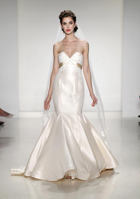Arles gown from the 2015 Anne Barge collection, as seen on Bride.Canada