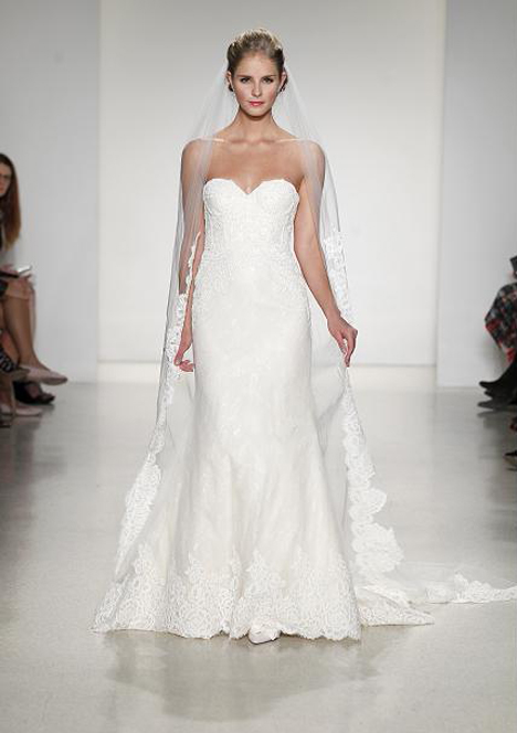 Avallon gown from the 2015 Anne Barge collection, as seen on Bride.Canada