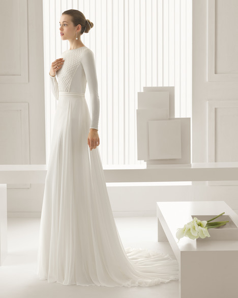 Sidon gown from the 2015 Rosa Clara Couture collection, as seen on Bride.Canada