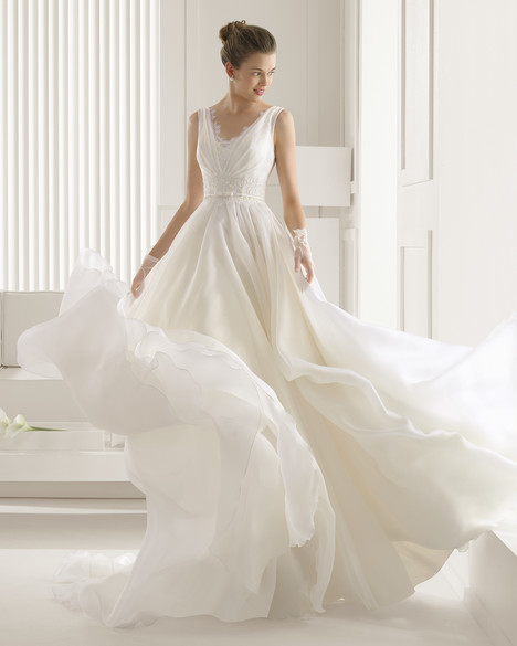 Serbia gown from the 2015 Rosa Clara Couture collection, as seen on Bride.Canada