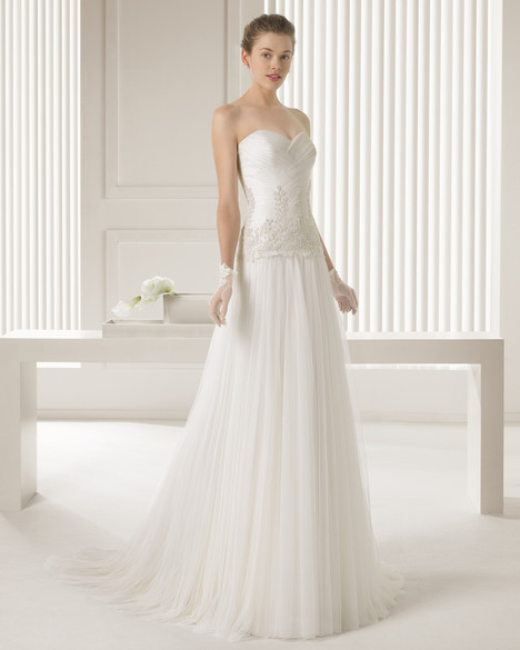 Siberia gown from the 2015 Rosa Clara Couture collection, as seen on Bride.Canada