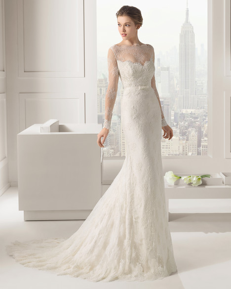 Santafe gown from the 2015 Rosa Clara Couture collection, as seen on Bride.Canada
