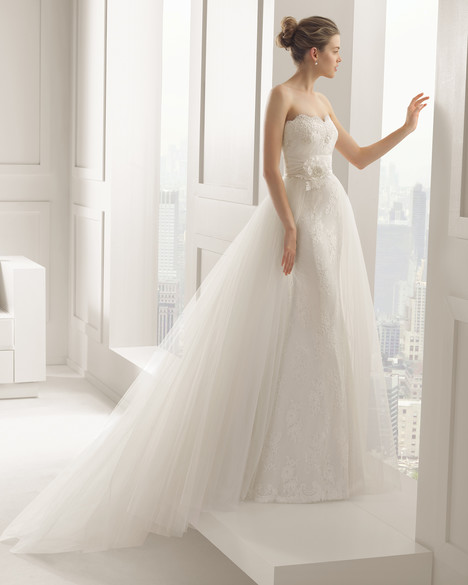 Sandy gown from the 2015 Rosa Clara Couture collection, as seen on Bride.Canada