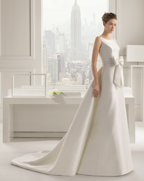 Selenio gown from the 2015 Rosa Clara Couture collection, as seen on Bride.Canada
