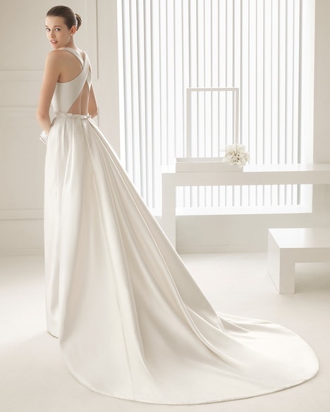 Sintesis + Overskirt gown from the 2015 Rosa Clara Couture collection, as seen on Bride.Canada
