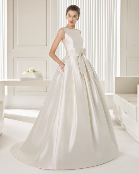 Sendero gown from the 2015 Rosa Clara Couture collection, as seen on Bride.Canada
