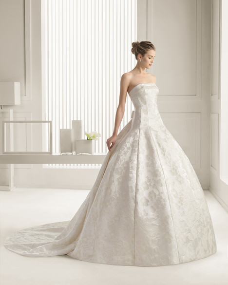 Sally gown from the 2015 Rosa Clara Couture collection, as seen on Bride.Canada