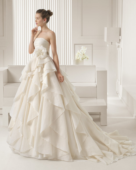 Sharon gown from the 2015 Rosa Clara Couture collection, as seen on Bride.Canada