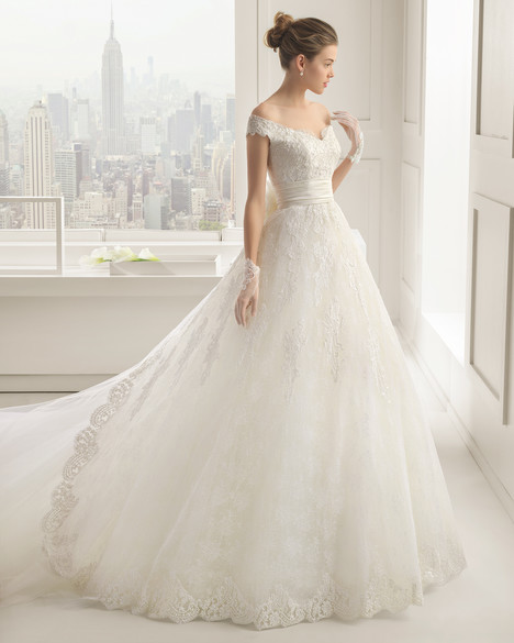 Salma gown from the 2015 Rosa Clara Couture collection, as seen on Bride.Canada