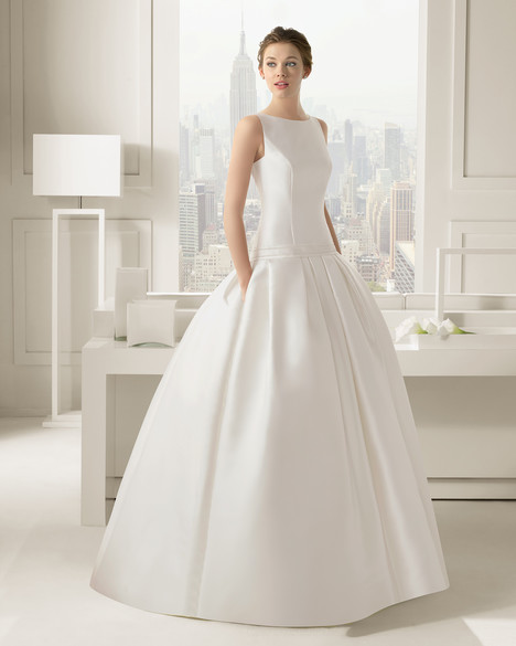 Cachemir gown from the 2015 Rosa Clara Couture collection, as seen on Bride.Canada