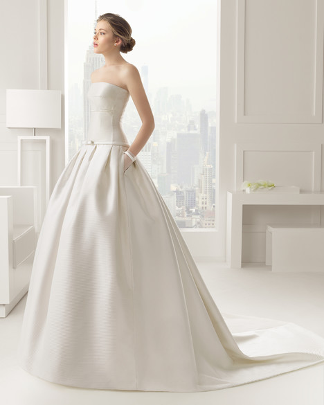 Carrusel gown from the 2015 Rosa Clara Couture collection, as seen on Bride.Canada