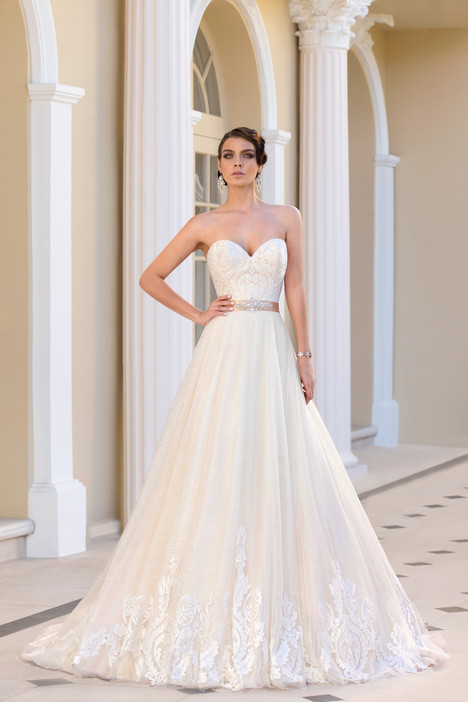 Marie Antoinette gown from the 2015 Ivoire by Kitty Chen collection, as seen on Bride.Canada