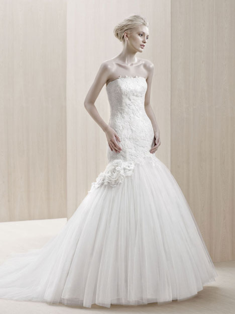 Emporia gown from the 2012 Blue by Enzoani collection, as seen on Bride.Canada