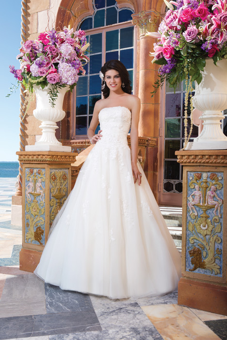 3825 gown from the 2015 Sincerity collection, as seen on Bride.Canada