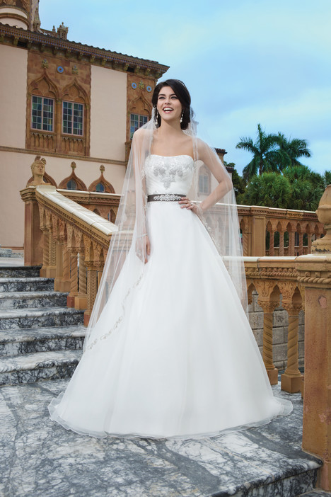 3834 gown from the 2015 Sincerity collection, as seen on Bride.Canada