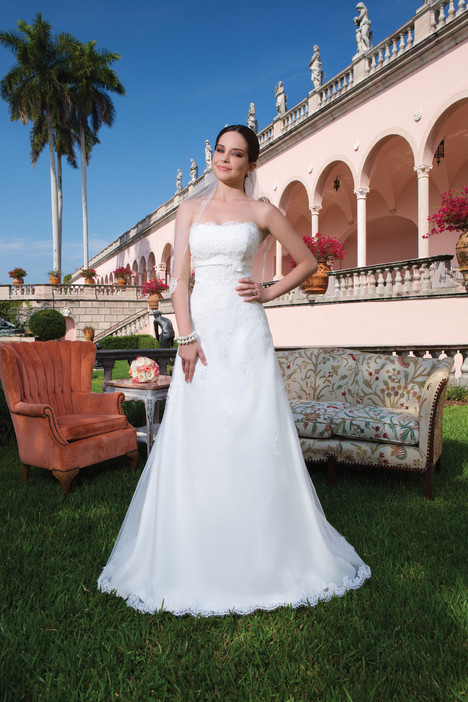 6057 (strapless) gown from the 2015 Sweetheart collection, as seen on Bride.Canada
