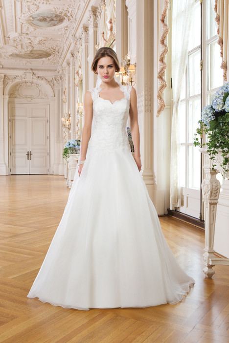 6348 gown from the 2015 Lillian West collection, as seen on Bride.Canada