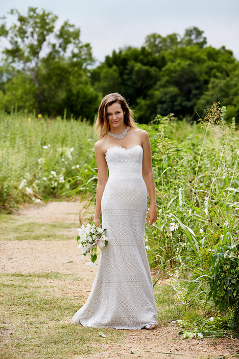 Lana gown from the 2015 Watters: Willowby collection, as seen on Bride.Canada