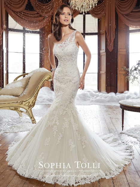 Rory (Y21501) gown from the 2015 Sophia Tolli collection, as seen on Bride.Canada