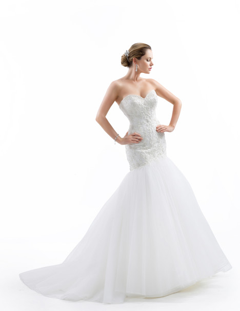 VE8185 gown from the 2015 Venus Bridal collection, as seen on Bride.Canada