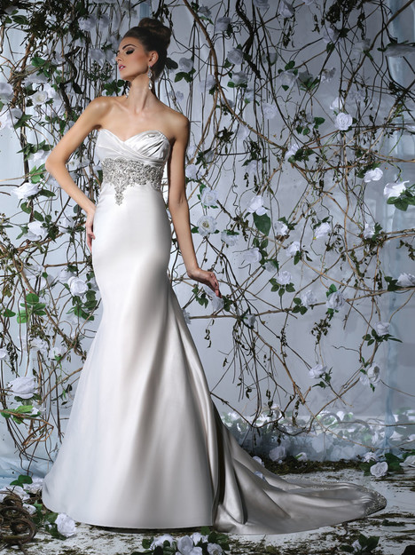 VH173 gown from the 2015 Victor Harper collection, as seen on Bride.Canada