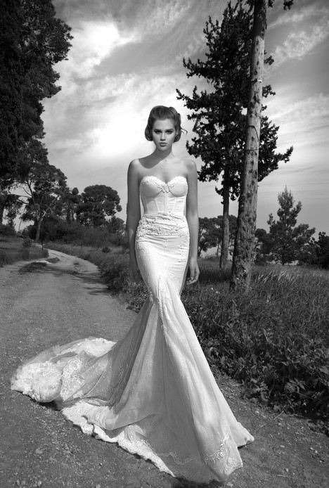 BR-13-23 gown from the 2013 Inbal Dror collection, as seen on Bride.Canada