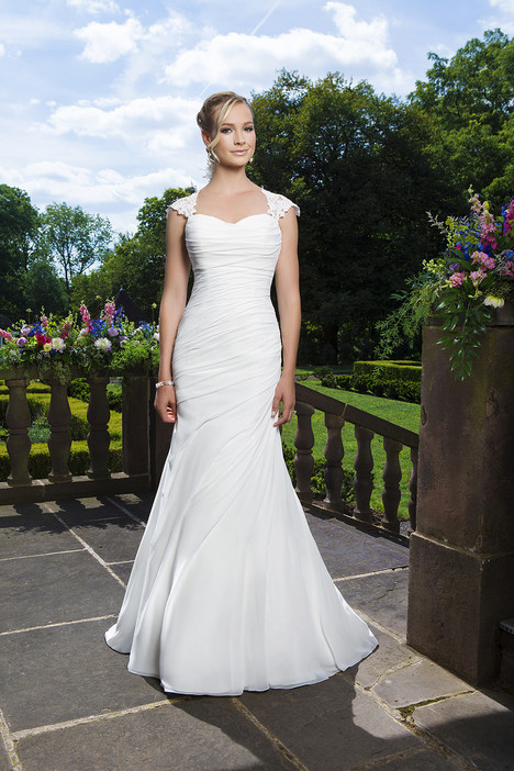 3865 gown from the 2016 Sincerity collection, as seen on Bride.Canada