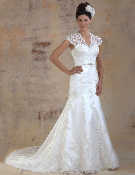 VE8106 gown from the 2013 Venus Bridal collection, as seen on Bride.Canada