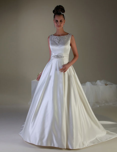 VE8164 gown from the 2013 Venus Bridal collection, as seen on Bride.Canada