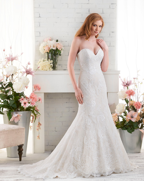 528 gown from the 2015 Bonny Bridal collection, as seen on Bride.Canada