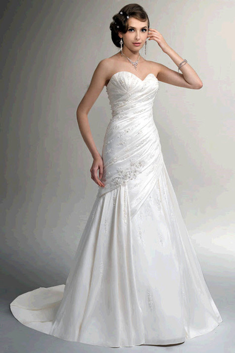 VE8036 gown from the 2010 Venus Bridal collection, as seen on Bride.Canada