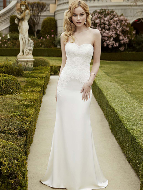 Istanbul gown from the 2016 Blue by Enzoani collection, as seen on Bride.Canada