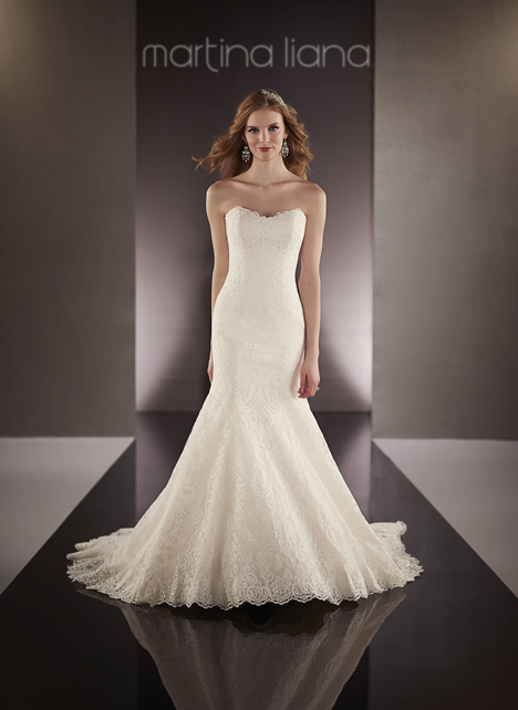 695 gown from the 2016 Martina Liana collection, as seen on Bride.Canada