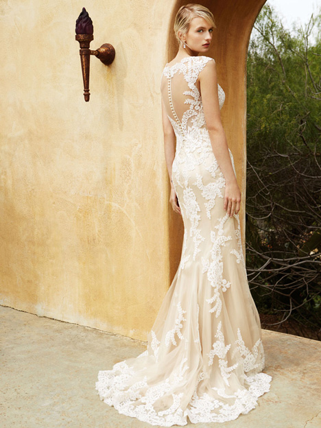 BT16-04 (2) gown from the 2015 Enzoani Beautiful Bridal collection, as seen on Bride.Canada