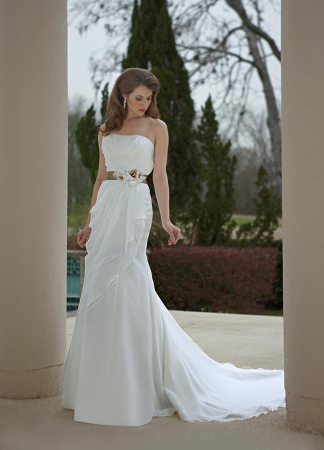 8465 gown from the 2013 DaVinci collection, as seen on Bride.Canada