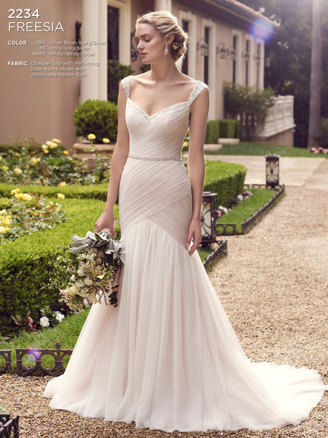 Freesia gown from the 2016 Casablanca Bridal collection, as seen on Bride.Canada