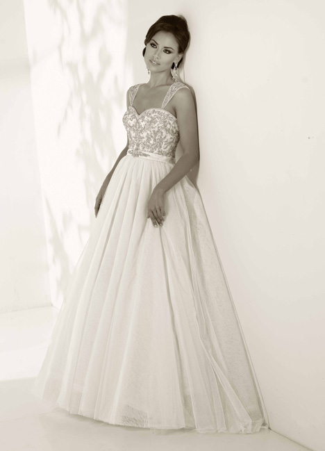 Anne gown from the 2014 Cristiano Lucci collection, as seen on Bride.Canada