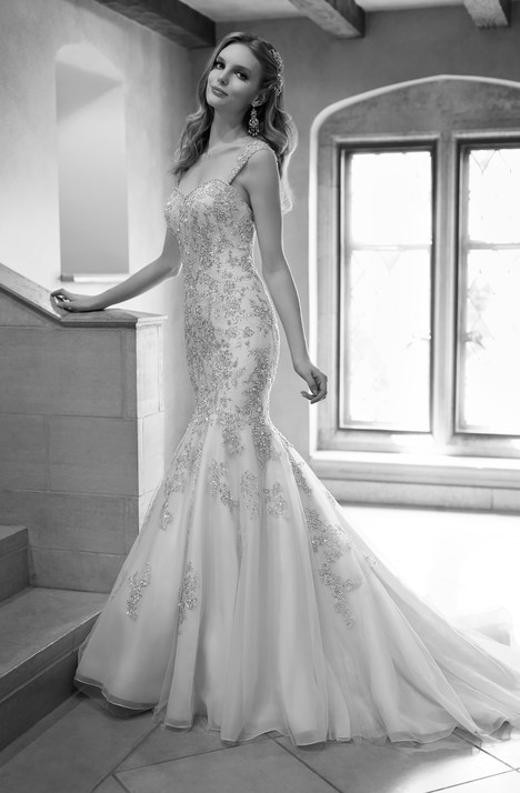 672 gown from the 2015 Martina Liana collection, as seen on Bride.Canada