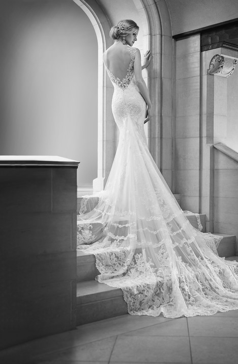 675 gown from the 2015 Martina Liana collection, as seen on Bride.Canada