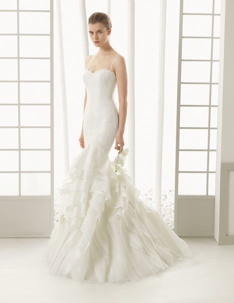 Dinamarca gown from the 2016 Rosa Clara Couture collection, as seen on Bride.Canada