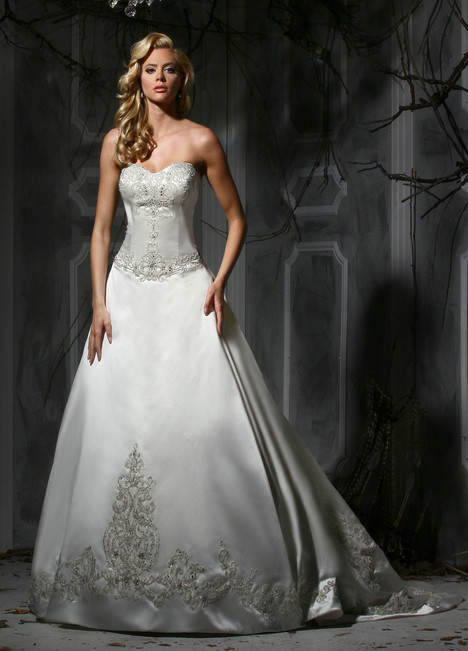 10350 gown from the 2015 Impression collection, as seen on Bride.Canada